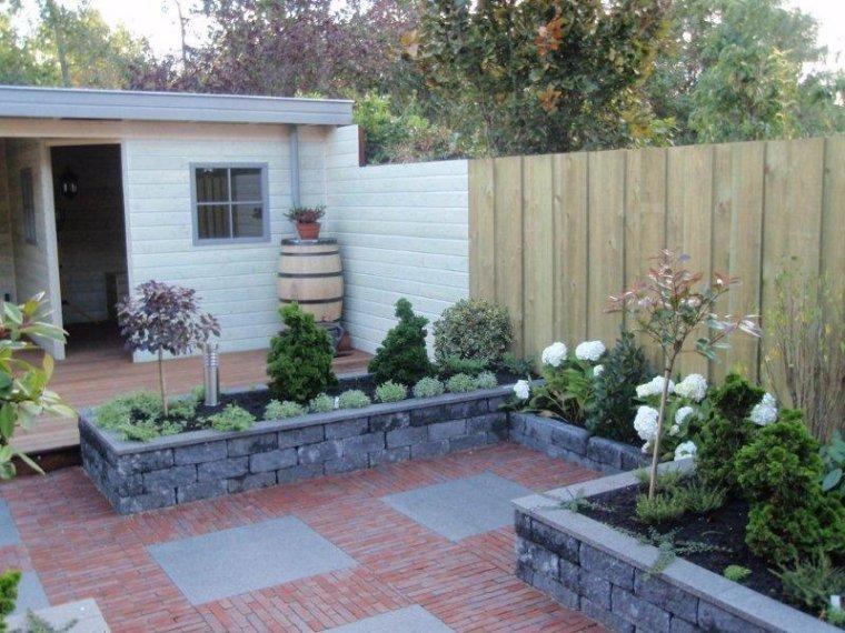 Diepe smalle achtertuin met prieel for Tuinontwerp tussenwoning